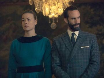Joseph Fiennes e Yvonne Strahovski