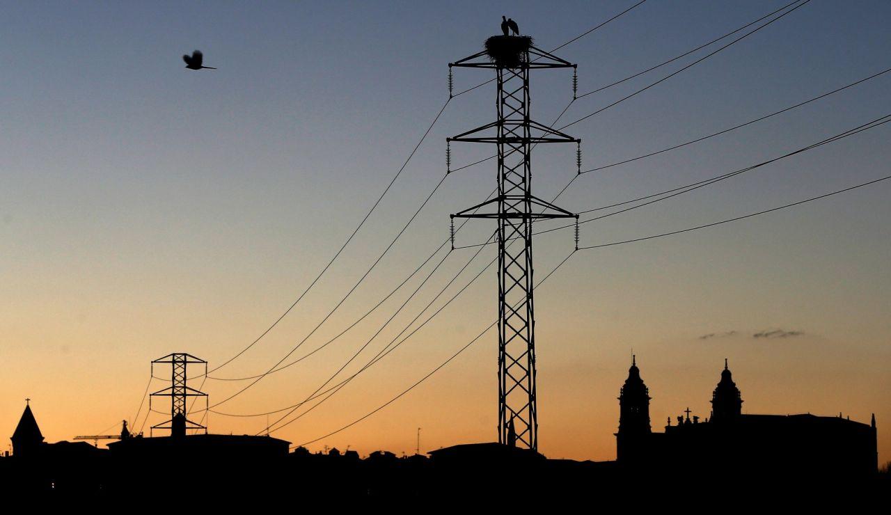 Imagen de un tendido eléctrico en España