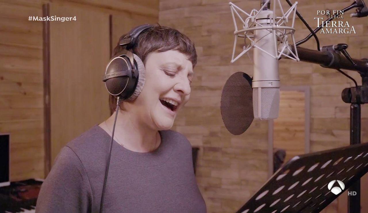 """Eva Hache, durante la grabación de 'Mask Singer': """"Estos tres versos son los que me matan viva"""""""