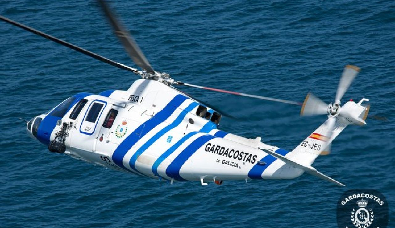 Un helicóptero de Guardacostas de Galicia trabajando en el rescate. Imagen de archivo