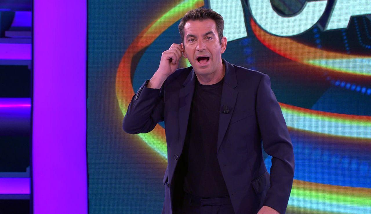 ¡Menudo lapsus! Arturo Valls, con el pinganillo equivocado, protagoniza una confusa presentación de '¡Ahora caigo!'