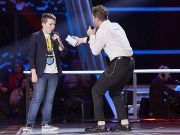 David Bisbal canta 'Mucho más allá' con Santiago Padilla en las Batallas de 'La Voz Kids'