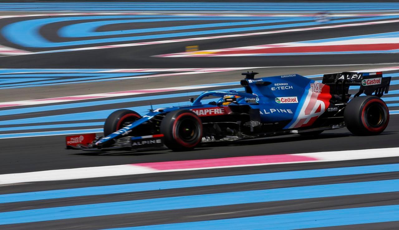 Fernando Alonso vuela en los Libres del GP de Francia