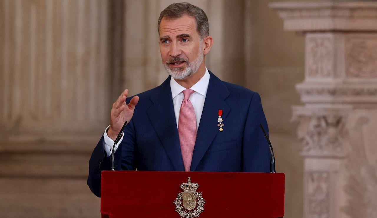 El rey Felipe pronuncia un discurso durante el acto de imposición de condecoraciones de la Orden del Mérito Civil