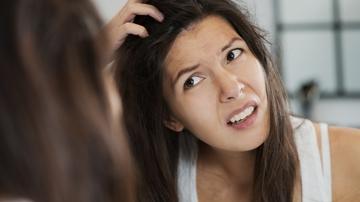 Esta es la solución para acabar con el picor y la grasa de tu pelo en verano