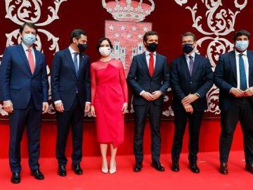 Isabel Díaz Ayuso acompañada de Pablo Casado y el resto de barones del PP