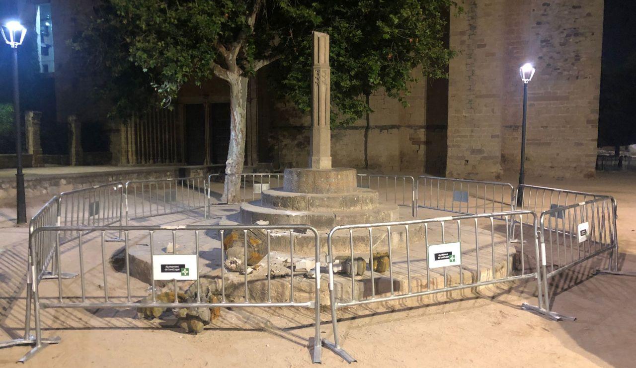 Detienen a un hombre por destrozar el histórico crucero de Sant Cugat al subirse en él ebrio