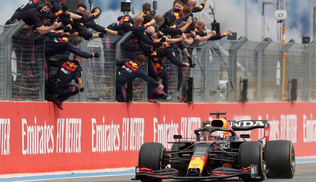 Un increíbe Vertsappen gana la partida a Hamilton en el GP de Francia y es más líder, Alonso 8º y Sainz 11º