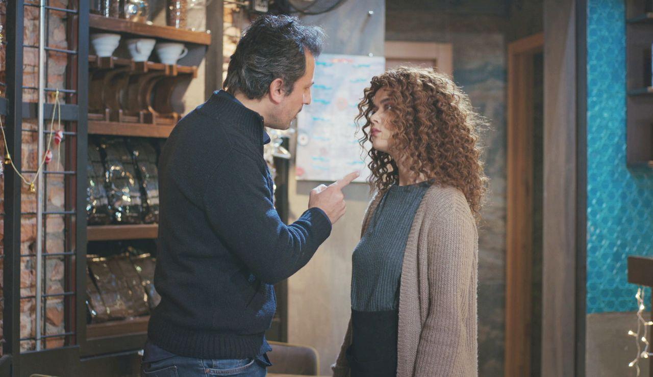 Avance de 'Mujer: Sirin lleva a Arif al límite de su paciencia… ¡al recordarle a Sarp!