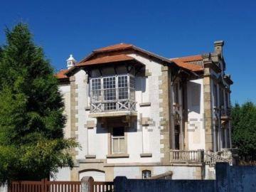 Fachada de la mansión en Lugo a precio de ganga en Idealista