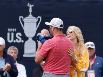 Jon Rahm con su hijo y su mujer tras ganar el US Open