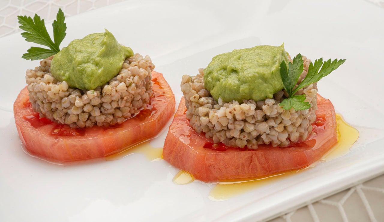 """Ensalada de trigo sarraceno y tomate: """"un plato curioso, rico y fresco"""" de Karlos Arguiñano"""