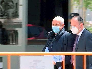 Captura de una señal de vídeo que muestra al productor José Luis Moreno a su salida de la sede de la Audiencia Nacional, este jueves en Madrid