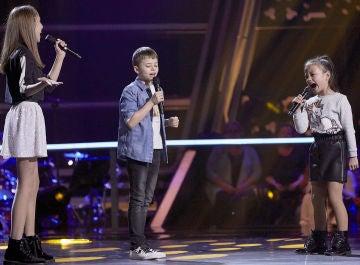 Jesús, Cahaya y Luna cantan 'Amor, amor de mis amores' en las Batallas de 'La Voz Kids'