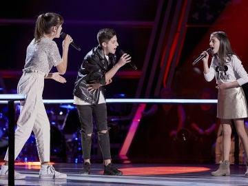 Inés, Erik y Marta cantan 'We are the champions' en las Batallas de 'La Voz Kids'