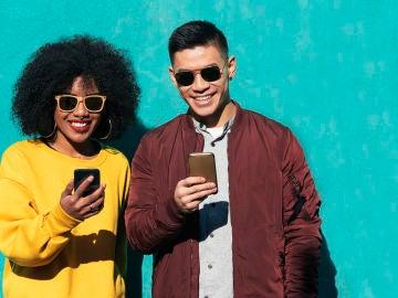 ¿Son más felices las parejas que muestran su amor en redes sociales?