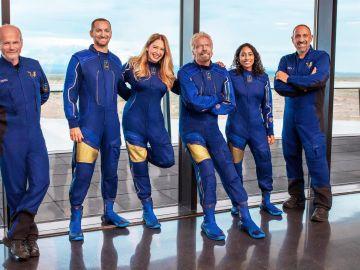 Richard Branson liderará el primer vuelo comercial al espacio