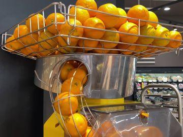 ¿Es saludable el zumo de naranja recién exprimido de los supermercados?