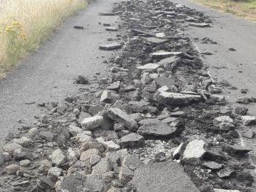 Destrozan el asfalto de una carretera provincial en Portomarín