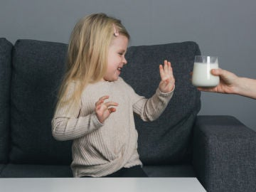 ¿Tu hijo toma poca leche? Descubre otros alimentos ricos en calcio