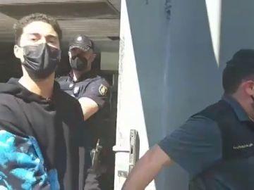 Uno de los detenidos por el asesinato de Samuel dice que es inocente a su salida de los juzgados