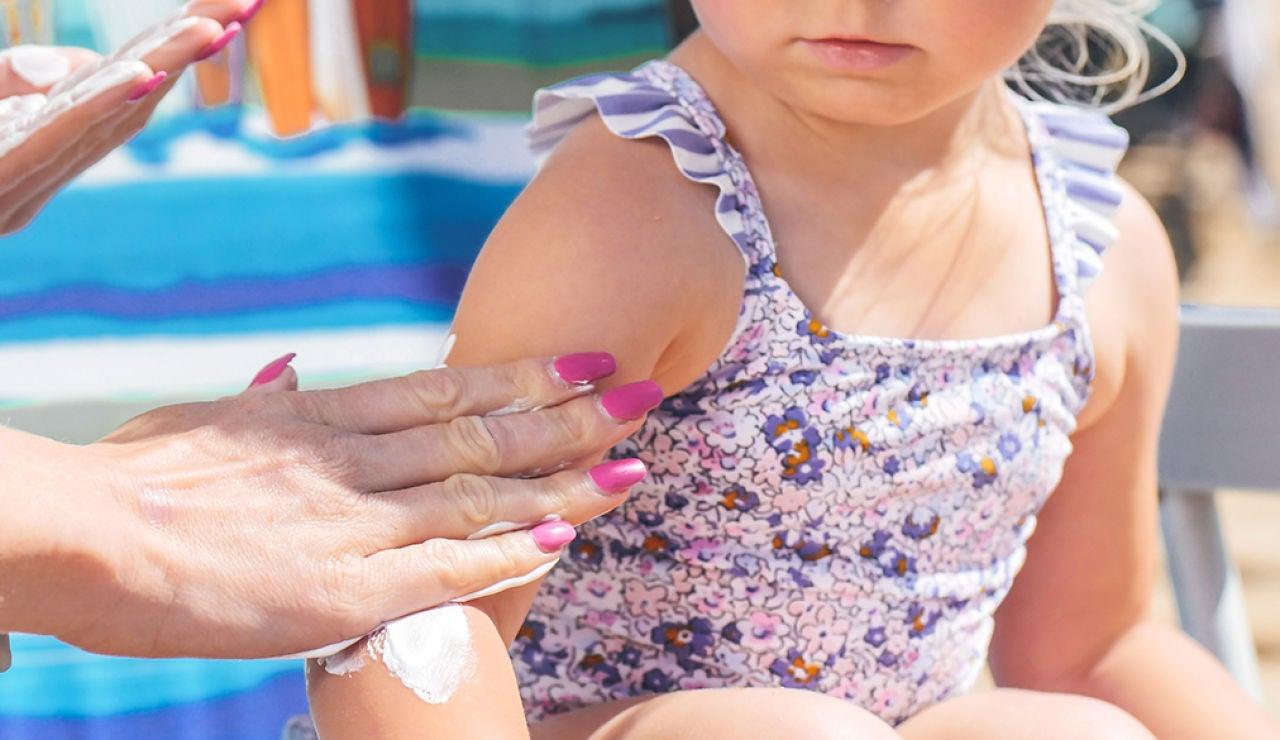 Cómo cuidar y proteger del sol la piel de los niños este verano