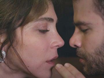 Ceyda y Raif en 'Mujer'