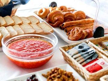 Estos son los alimentos con los que deberías ir con cuidado en los bufés libres