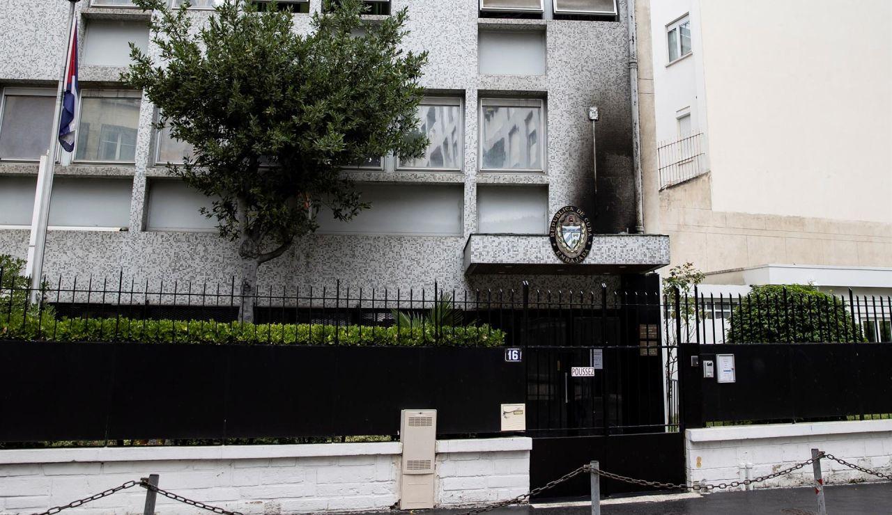 La Embajada de Cuba en París fue víctima la pasada noche de un ataque con tres cócteles molotov, que provocaron un incendio en la fachada.