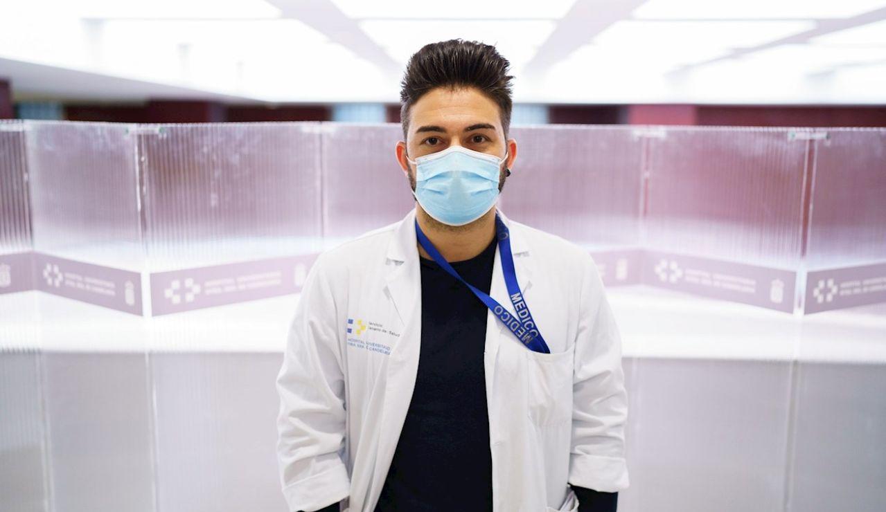 En la imagen, uno de los investigadores, el neurocirujano del Hospital Universitario Nuestra Señora de la Candelaria en Santa Cruz de Tenerife Jesús Martín-Fernández