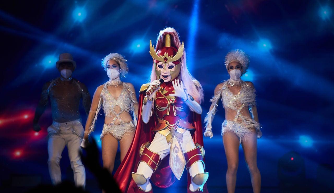 Dama Centella  se desmelena con 'Please don't stop the music' en la Gran Final