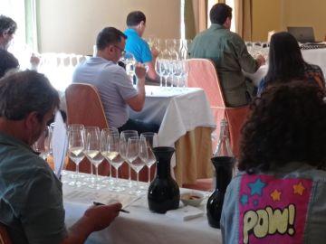 Medio centenar de vinos se someten a una cata concurso en Cambados