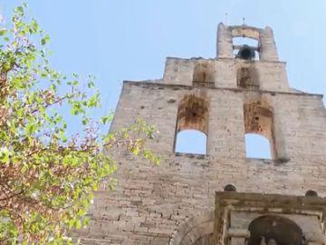 Los vecinos de Banyoles piden que las campanas de su iglesia vuelvan a sonar tras silenciarlas por las quejas de pisos turísticos