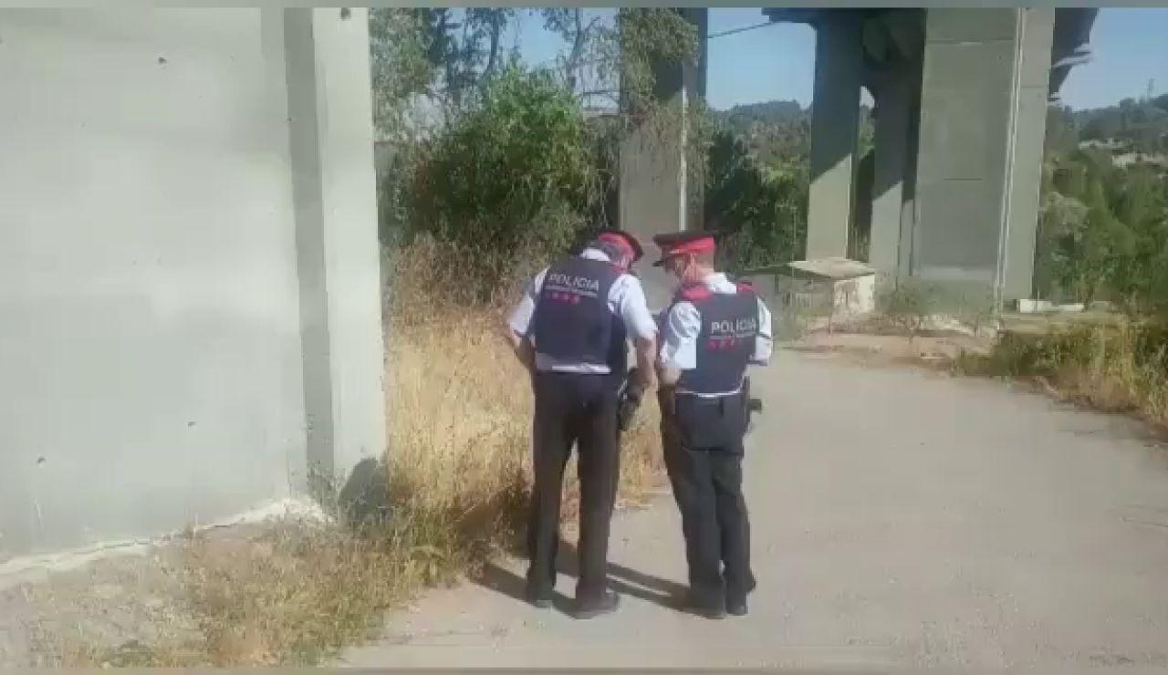 Aparece una mujer calcinada junto a un coche con un hombre muerto y una niña herida en Sant Vicenç de Castellet
