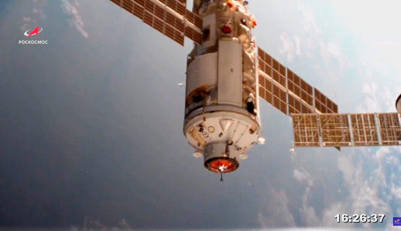 Especialistas rusos verifican desde tierra los propulsores del módulo Naúka