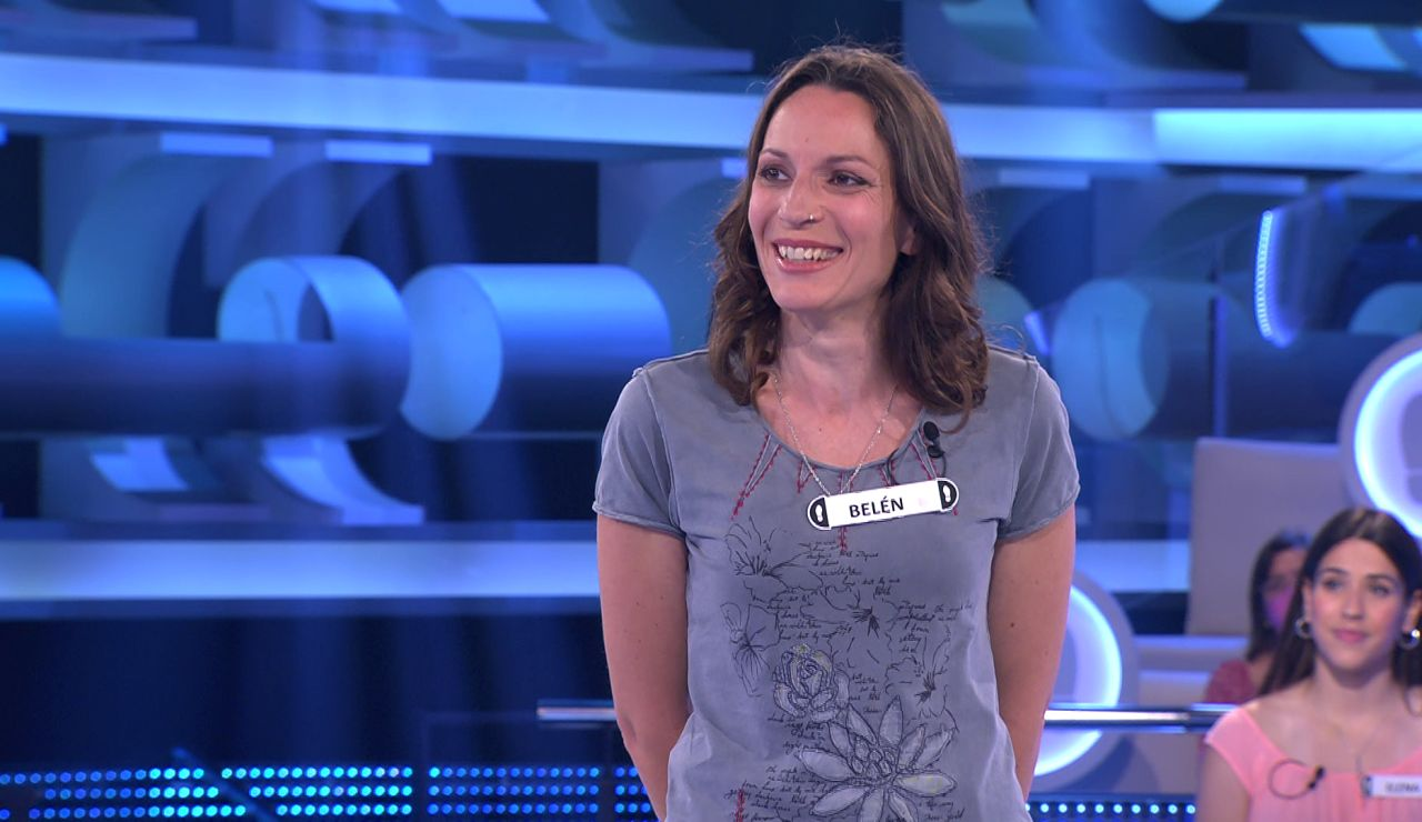 Una concursante, atónita ante la reacción del público al nombrar sus apellidos vascos