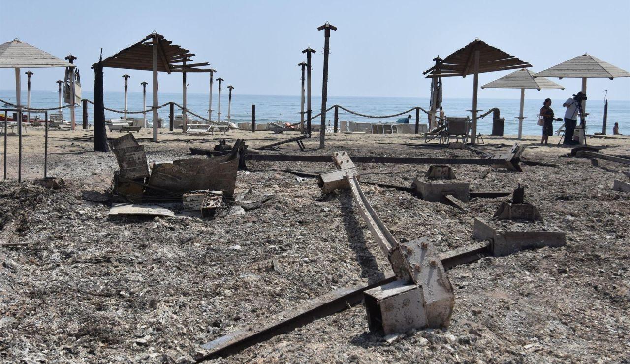 Un incendio azota también Sicilia, Italia, además de Cerdeña.