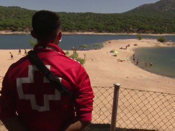 Reabre al baño el pantano de San Juan en Madrid con todas las medidas de seguridad tras un verano prohibido