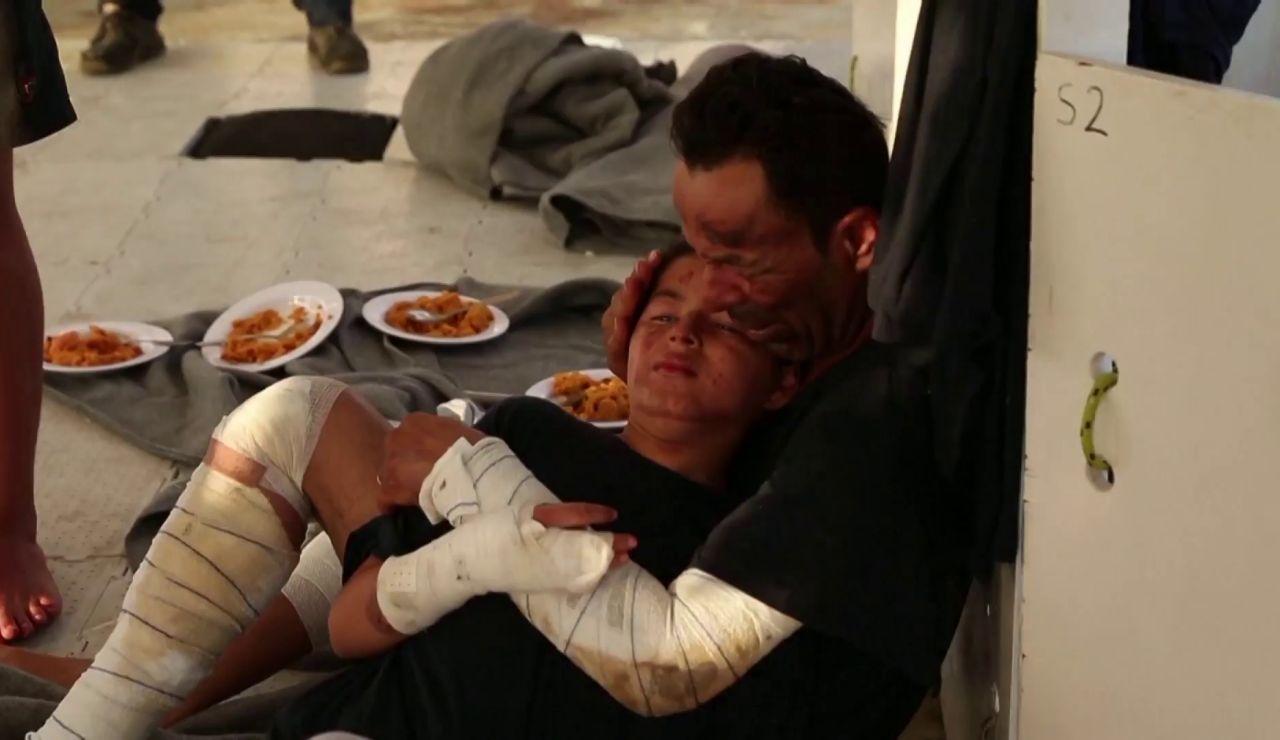 La Guardia Costera de Italia evacúa a 15 migrantes tras sufrir quemaduras