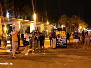 Comerciantes de Salou y La Pineda protestan para ampliar los horarios reducidos