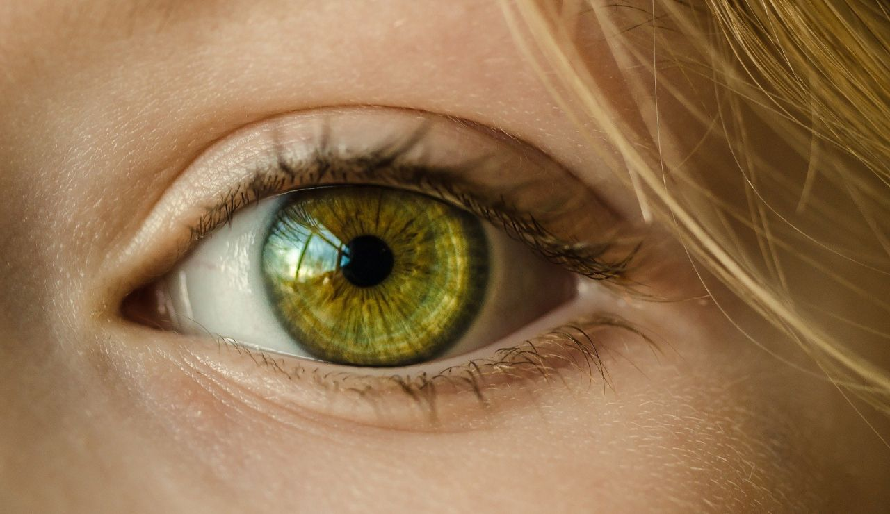 Ojo de color verde