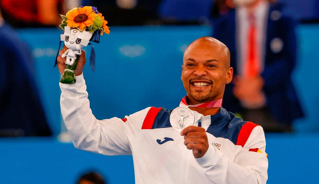 Ray Zapata con la medalla de plata