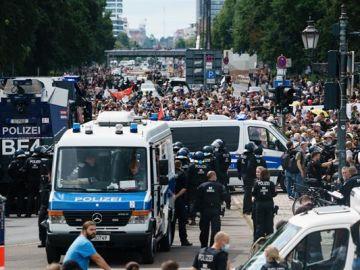 Al menos 500 negacionistas detenidos en Berlín en multitud de protestas no autorizadas contras las medidas anticovid