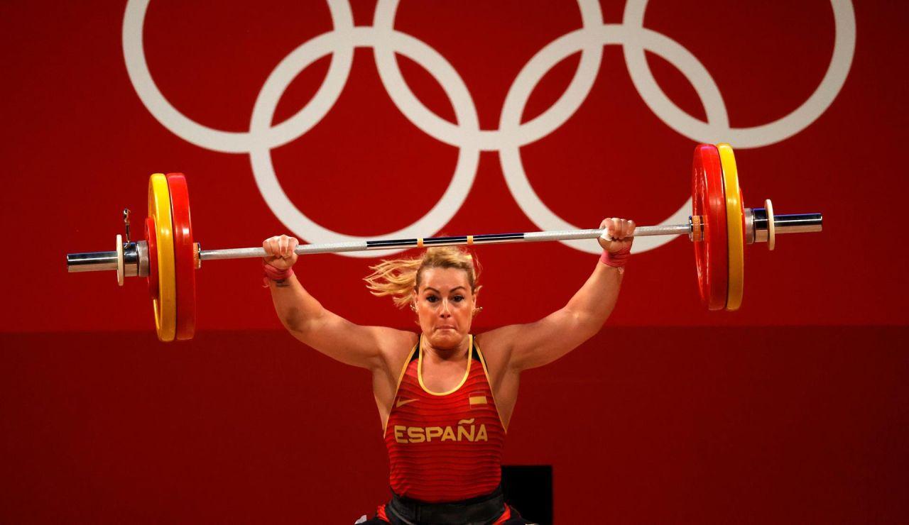 Lydia Valentín no finaliza su participación por molestias físicas y se complica su posibilidad de lograr una medalla