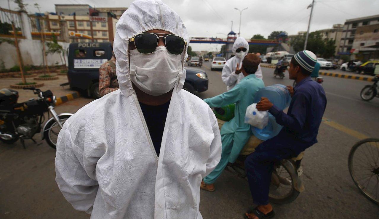 'Checkpoint' en Karachi, Pakistán, ciudad bajo confinamiento por el aumento de contagios de coronavirus