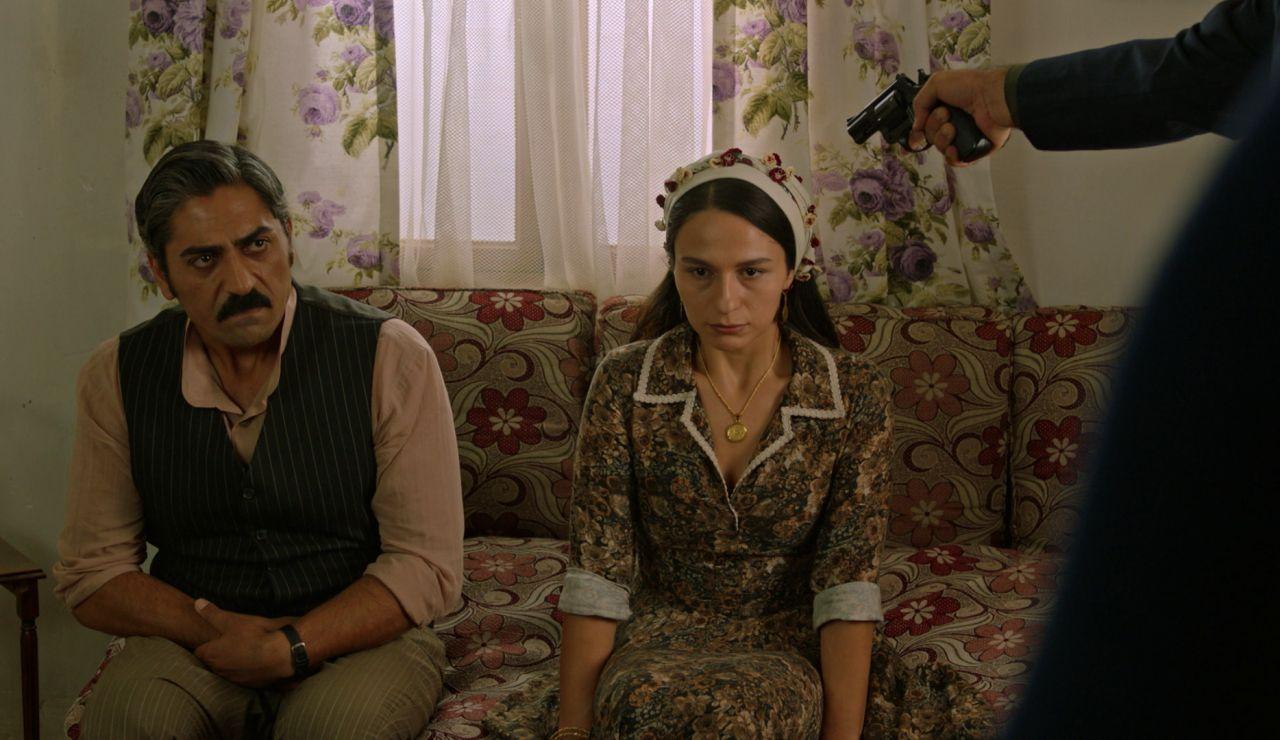 Una inesperada visita sorprende a Gülten en su casa