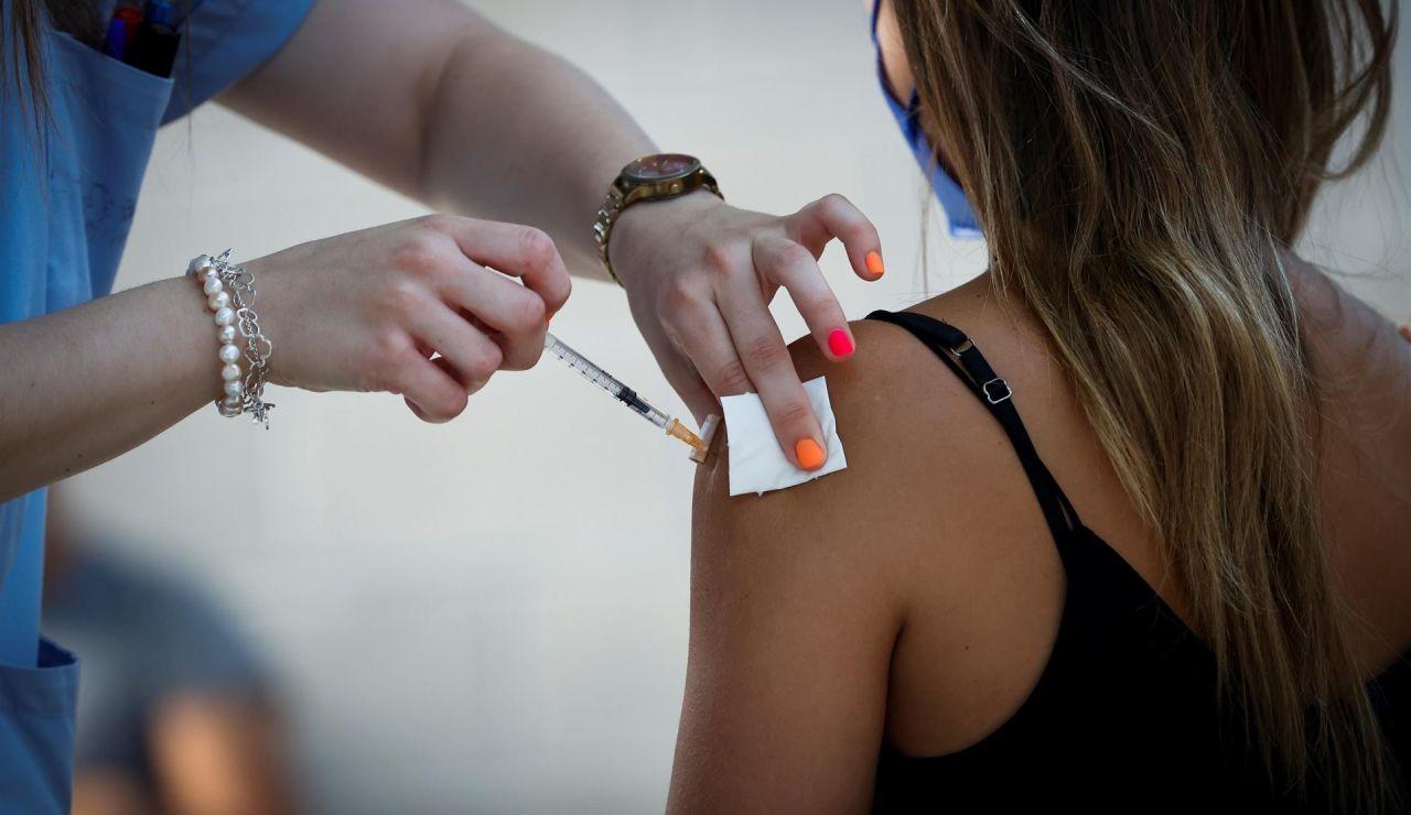 Arranca agosto con el calendario de vacunación focalizado entre los grupos de población más jóvenes