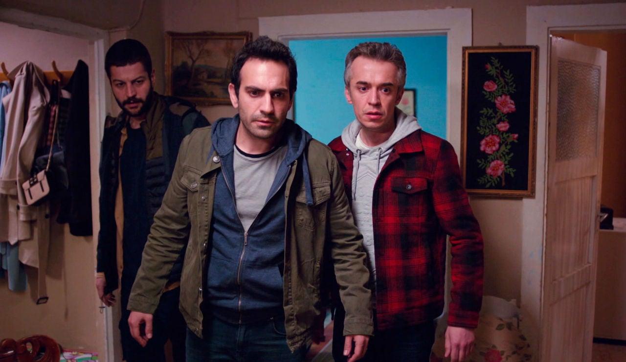 Demir descubre que Ahmet ha cumplido su amenaza, ¿dónde están Öykü, Candan y Sevgi?