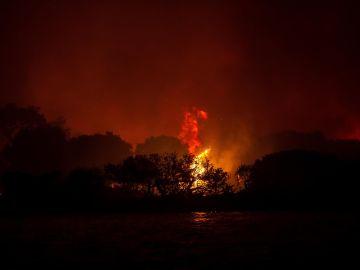 La ola de calor agrava los incendios en el sureste de Europa