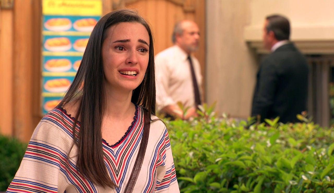 Emma, en shock tras sorprender a Manolín y Caridad besándose